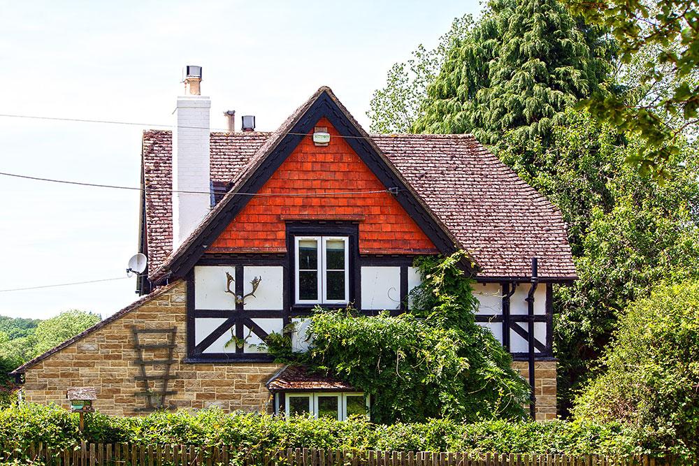 Fachwerkhaus im Land mit Wandverkleidung aus dekorativer Verblender Aragone Amber